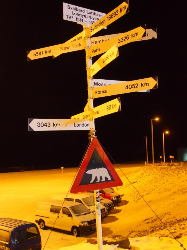 Eisbär Warnschild Flughafen Longyearbyen Svalbard