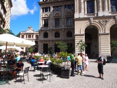 Plaza de San Francisco, Havanna, Kuba, Touristen, Sehenswürdigkeit, gemütlich