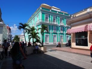 Cienfuegos, Kuba, Kolonialbauten, bunt, Haus, Ladenstraße
