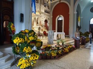 El Cobre, Wallfahrtskirche, gelb, blumen, opfergabe, schutzheilige, heilige, religion, wallfahrt, kuba, maria, natur
