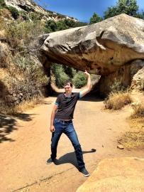 Kings Canyon, King Canyon, Wald, Riesenbaum, Riesenbäume, Mammutbäume, Riesenmammutbäume, Sequoia, Redwood, Sequoia Nationalpark, Sequoia und Kings Canyon Nationalpark, Nationalpark, USA, Amerika, Kalifornien, Wälder, Wandern, Wanderung, Touristenattraktion, Sehenswürdigkeit, Ausflug, Ausflugsziel, Wochenendtrip, Moro Rock, Bergsteigen, klettern, Sierra Nevada, Tunnel Log, Tunnel, Baum, befahrbar, durchfahrbar, durchfahrt, Drive-thru-tree, Tunnel Rock