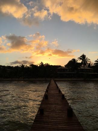 Belize, Südamerika, Lateinamerika, Zentralamerika, Reise, Einsteigerland, Anfänger, Reiseziel, Was kann man erwarten, Tierwelt, Natur, Essen, Höhlen, Dschungel, Inseln, Korallenriff, Wassersport, wandern, Zoo, Placencia, Robert´s Grove, Sonnenuntergang